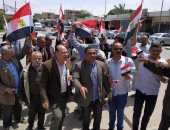 """""""تحيا مصر"""".. مسيرة عمال بالعاشر من رمضان تشعل حماس الشارع أمام لجان التصويت"""
