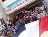 مديرية الشباب بسوهاج وعمال الزيوت بطنطا ينظمون مسيرة للحث على المشاركة بالاستفتاء
