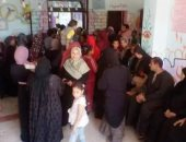 صور.. إقبال كبير من المواطنين على أبواب لجان الاستفتاء على الدستور فى المنوفية