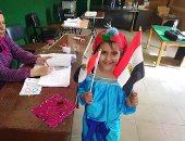 """بالجلابية الفلاحى الطفلة  """"مريم"""" تشارك فى الاستفتاء على التعديلات الدستورية"""