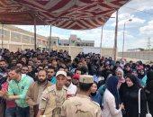 فيديو وصور.. طوابير للسيدات ومسيرات شبابية أمام لجان الاستفتاء ببورسعيد