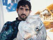 بعد سباحته مع الدولفين.. مغامرة صيد جديدة لولى عهد دبى مع القرش..فيديو وصور
