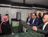 صور.. رئيس الوزراء يتفقد المركز التكنولوجى لخدمة المواطنين بحى المناخ ببورسعيد