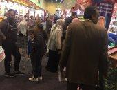 """صور.. """"الغالى يرخص للمصريين"""".. إقبال كبير على معرض سوبر ماركت أهلا رمضان فى أول أيامه.. تزايد شراء السكر واللحوم والخضروات والأسماك والياميش.. ووزير التموين للمواطنين: لا داعى للقلق السلع متوفرة بكميات كبيرة"""