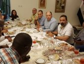 وليمة عشاء تجمع مجدى عبد الغنى ورئيس الكاف برعاية سفير مصر بتنزانيا