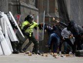 صور.. اشتباكات عنيفة مع الشرطة الكولومبية خلال إضراب ضد الحكومة