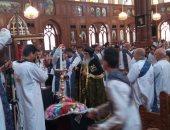 """صور.. كنائس الفيوم تحتفل بـ""""الجمعة الكبيرة"""""""