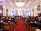 توافد الشخصيات العامة على الكنيسة الإنجيلية بمصر الجديدة للتهنئة بعيد القيامة
