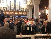 فيديو.. أقباط يرفعون صورة الرئيس السيسى بقداس عيد القيامة داخل الكاتدرائية
