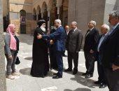 صور.. رئيس جامعة المنوفية يزور مطرانية شبين الكوم ويهنئ الأقباط بعيد القيامة