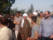 صور.. المئات يشيعون جثمان مقدم البرامج الدينية بالتليفزيون المصرى بالشرقية