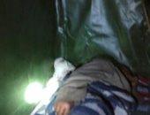 احنا معاك.. مسن فى حاجة لرعاية صحية ينام فى الشارع بقرية شبرا بابل بالغربية