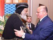 صور.. محافظ القاهرة مهنئا بعيد القيامة: مصر دائما بخير بالمسلمين والمسيحيين