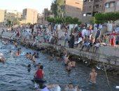 شباب وأطفال الأقصر يهربون من الطقس الحار بالسباحة فى نهر النيل والحصيلة غريق