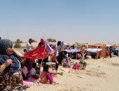 صور.. توافد المواطنين على شواطئ مدن جنوب سيناء لقضاء شم النسيم