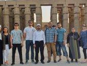 صور .. وفد طلابى روسى فى رحلة سياحية لزيارة المعالم الأثرية بالأقصر