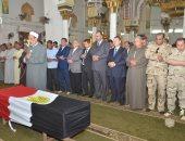 """محافظ بنى سويف ومدير الأمن يتقدمون الجنازة العسكرية للشهيد """"مصطفى عثمان"""""""