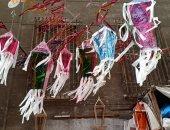 """صور.. """"حسن"""" مصمم فوانيس رمضان.. صانع السعادة فى الإسكندرية منذ 30 عاما"""