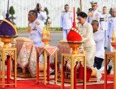 صور.. ملك تايلاند يقدم فروض الاحترام لأسلافه قبل تتويجه السبت المقبل