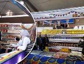 """صور.. جولة داخل معرض سوبر ماركت أهلا رمضان بالإسكندرية.. أسعار البلح تبدأ من 15 جنيها واللحوم البلدى بـ110 والأرز بـ9 والسكر بـ7.50.. و""""التموين"""": التخفيضات تصل إلى 25%.. وتخصيص مكتب لتلقى الشكاوى"""