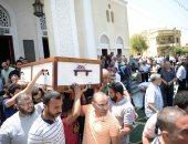 فيديو وصور.. الخطيب وحسن حمدى والعامرى فاروق فى جنازة لاعبة يد الأهلى نور كمال حافظ