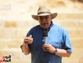 زاهى حواس يعلن اكتشاف مقبرة الـ65 ومدينة صناعية متكاملة بوادى الملوك الغربى