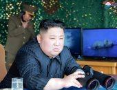 صور.. زعيم كوريا الشمالية يشرف على تدريب لراجمات صورايخ بعيدة المدى
