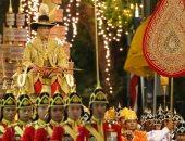 صور.. موكب ملك تايلاند الجديد يجوب شوارع بانكوك