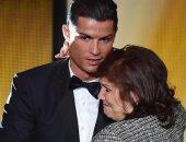 والدة رونالدو تقع فى فخ مثير للجدل على السوشيال ميديا.. صور