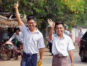 صور.. إطلاق سراح صحفيي رويترز المسجونين في ميانمار