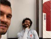 لوفرين يمازح محمد صلاح بصورة طبق الأصل على صينية ذهبية..فيديو