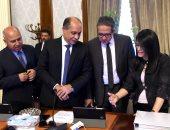 """الحكومة تستخدم """"التابلت"""" لعرض جدول الأعمال فى اجتماعاتها بدلا من الورق"""