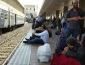 """السكة الحديد: تأخر قطار بخط بنها ـ منوف ساعة بسبب عبث راكب بـ بلف الطوارئ"""""""