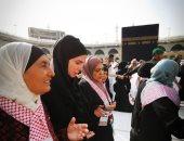الملكة رانيا تصطحب فتيات وسيدات أردنيات لأداء مناسك العمرة.. صور