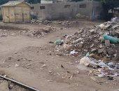 شكوى من تراكم القمامة بجوار مزلقان المحطة القديمة بالقناطر الخيرية