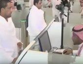 شاهد.. السعودية تقدم التسهيلات للمعتمرين وقطر تحرم مواطنيها
