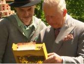 شاهد.. الأمير تشارلز وزوجته ينهيان زيارتهما لألمانيا بجولة داخل مزرعة