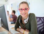 لماذا تصاب بالصداع عند ارتداء نظارة طبية جديدة لأول مرة