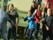 """صيد الكاميرا.. إبراهيم حسن يظهر بـ""""كرسى"""" فى لحظات الغضب أمام الأهلى"""