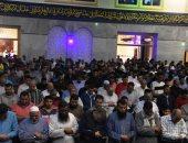 صور.. الآلاف يؤدون صلاة التراويح بمسجد آل الشامى بالمحلة