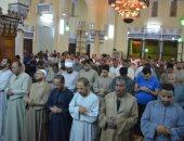 صور.. شاهد صلاة التراويج بالمسجد العمرى العتيق بمدينة إسنا جنوب الأقصر