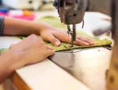 """ماكينة خياطة.. """"منى"""" تحتاجها للإنفاق على ابنتها من ذوى القدرات الخاصة"""