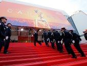 """صور.. عرض للشرطة الفرنسية على السجادة الحمراء لمهرجان """"كان"""""""