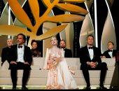 """بدء حفل افتتاح مهرجان كان.. والفرنسية أنجلى تغنى على المسرح """"صور"""""""