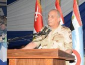 فيديو.. وزير الدفاع يشارك أبطال الجيش الثالث وقوات شرق القناة الإفطار