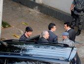 صور.. نقل رئيس البرازيل السابق لمقر الشرطة للتحقيق معه فى تهم فساد