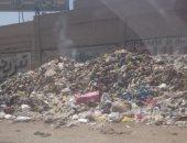 تراكم القمامة على طريق جسر السويس عند محطة مترو هشام بركات
