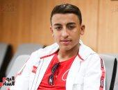 صور.. البطل المصرى رامى شحاتة منقذ 51 طفلاً بإيطاليا يزور مقر اليوم السابع