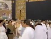 شاهد.. خليفة حفتر يؤدى مناسك العمرة وسط حراسة بسيطة
