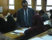 عميد آداب الفيوم يتفقد سير امتحانات نهاية العام الدراسى